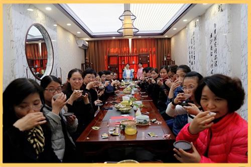 """邢台热电公司举办""""茶香雅韵""""三八妇女节茶文化活动,让女员工们静养身心,丰富自我.jpg"""