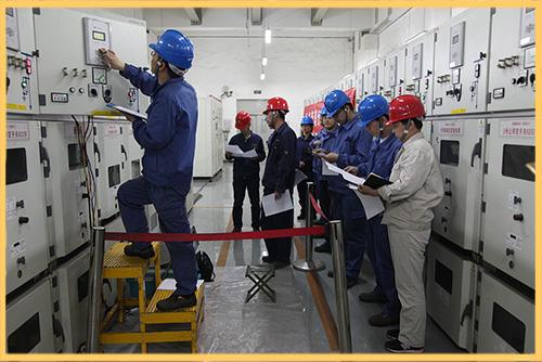 任丘热电公司电气二次班举行低压开关和RCS-9626综保校验小现场比赛。.JPG