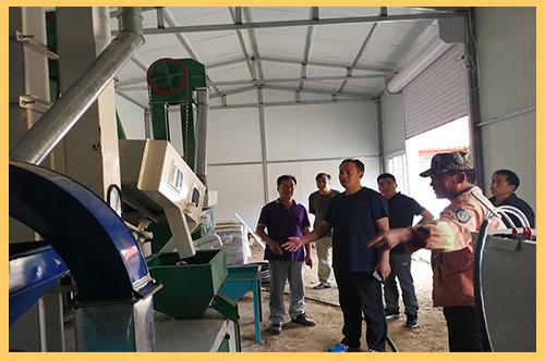 西板坡发电公司为帮助对口扶贫村建设小米加工厂 (2).jpg